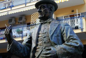 Naples Shore excursion: movies walking tour