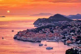Dubrovnik Old City By Night Group Tour and Panoramic Drive