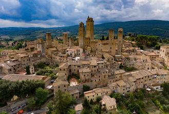 Private Full-Day Tour of San Gimignano and Volterra